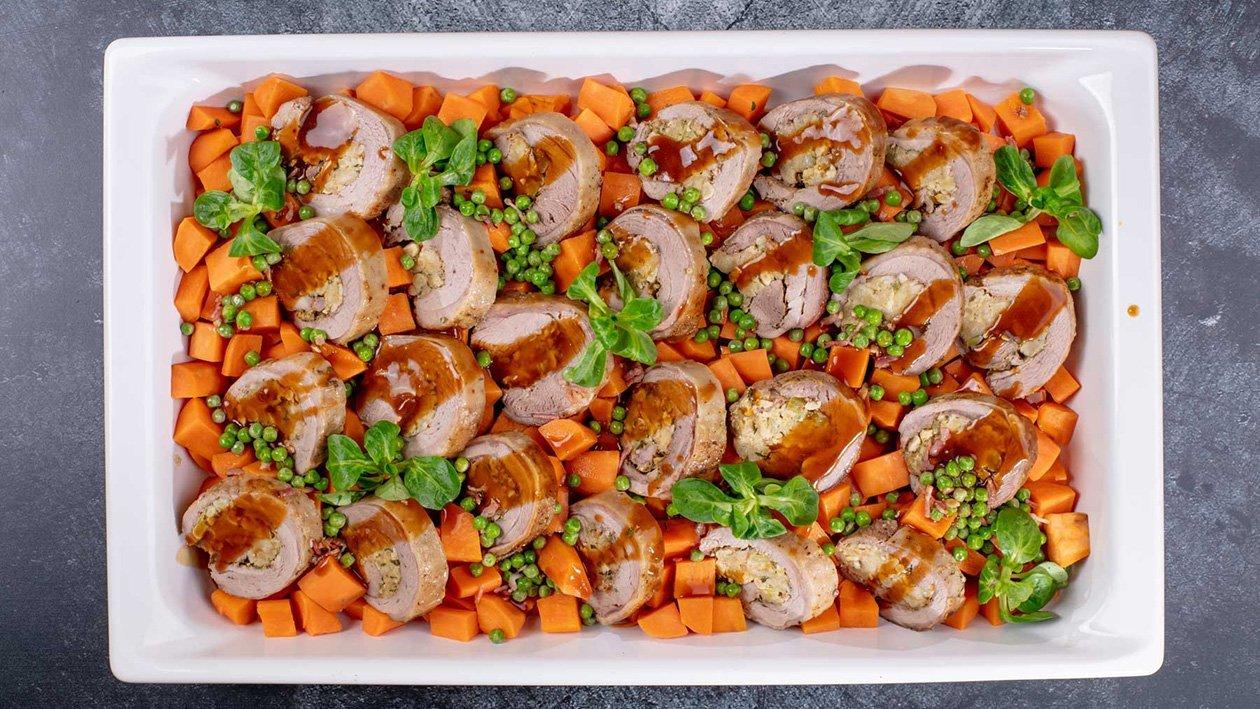 Ar zaļajiem zirnīšiem un saldajiem kartupeļiem pildīta tītara fileja savā mērcē – Recepte