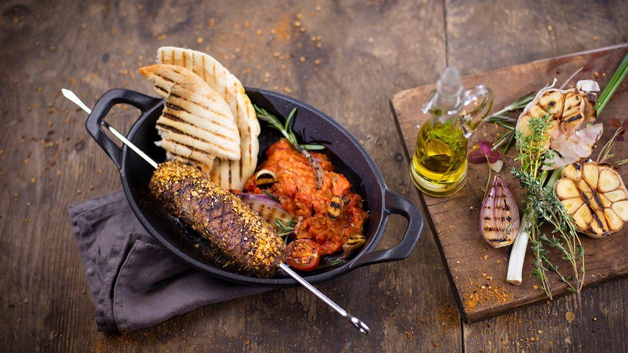 Liellopu gaļas cevapcici ar mērci Ajvar – Recepte