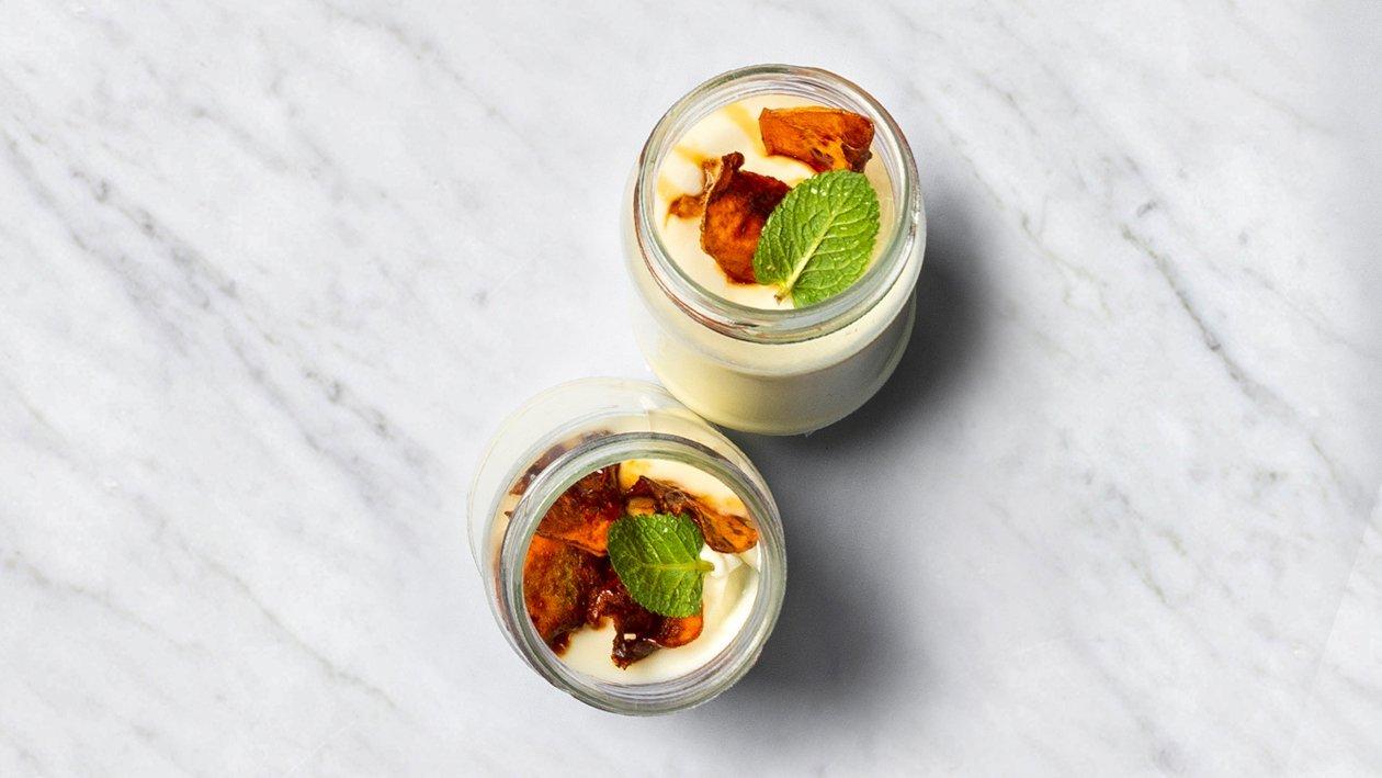 Panna cotta ar karamelizētiem batāšu gabaliņiem – Recepte
