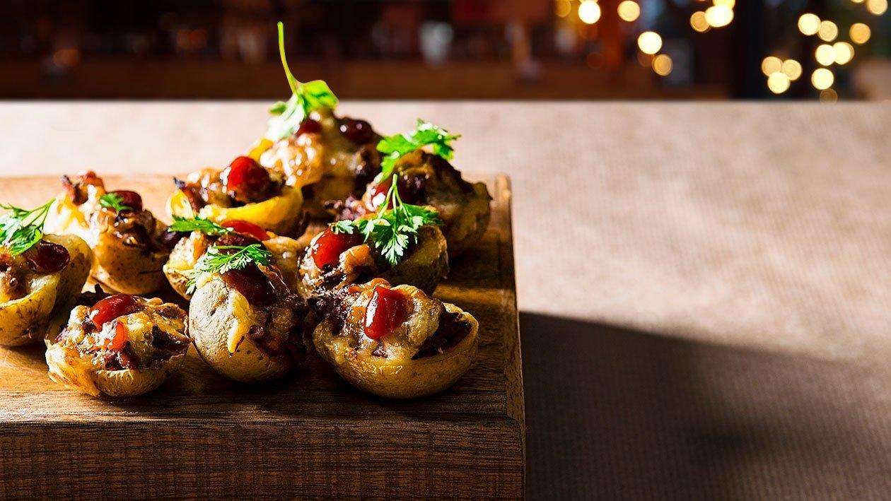 Pildīti mazie kartupeļi ar liellopa vaigu gaļu – Recepte