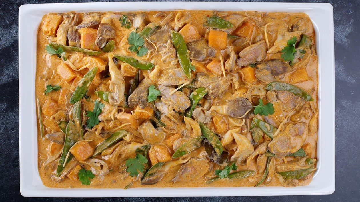 Sarkanais karijs ar pīli, cukurzirņiem, ķirbi un austersēnēm – Recepte