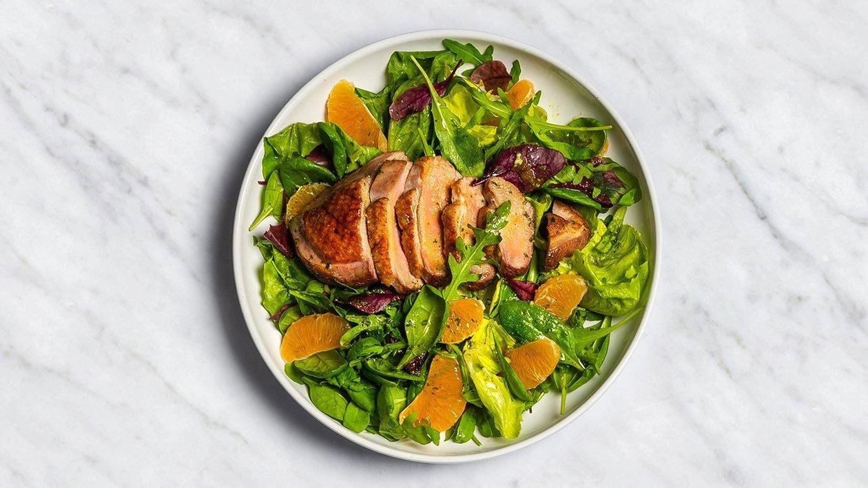 Sezonas salāti ar mandarīniem un pīles gaļu – Recepte