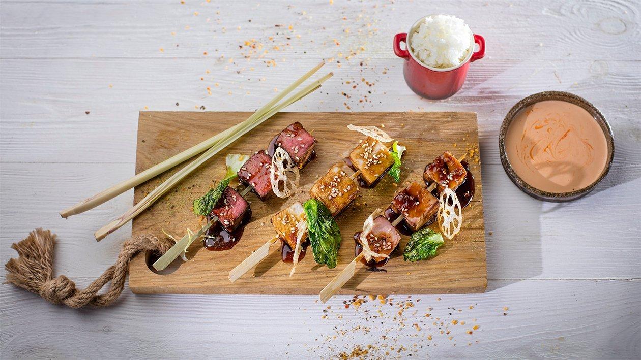 Yakitori izlase ar pikanto majonēzi un rīsiem – Recepte