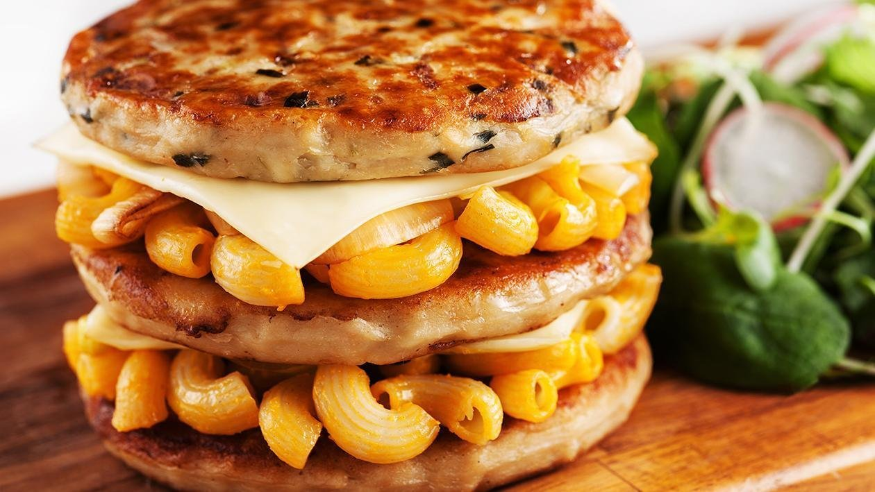 Burger Makaroni & Keju