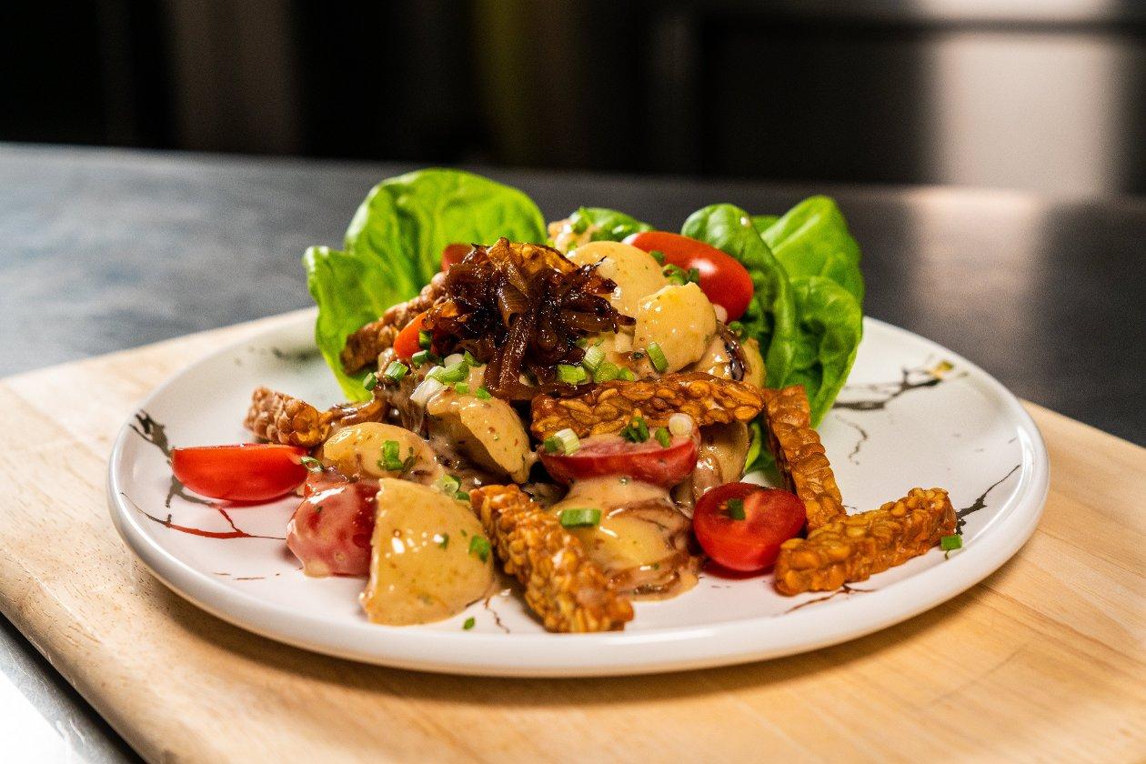 Salad Kentang dan Bawang Karamel
