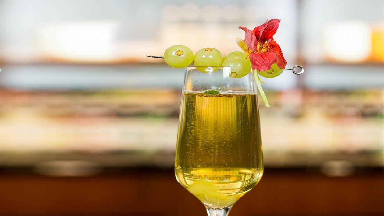 Teh Berbuih Anggur Putih