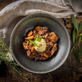 Civet van hert met espuma van aardappel