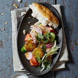 Falafel met koriander, munt en knoflookdressing