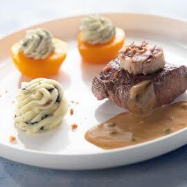Steak van everzwijn en spek met wildpepersaus