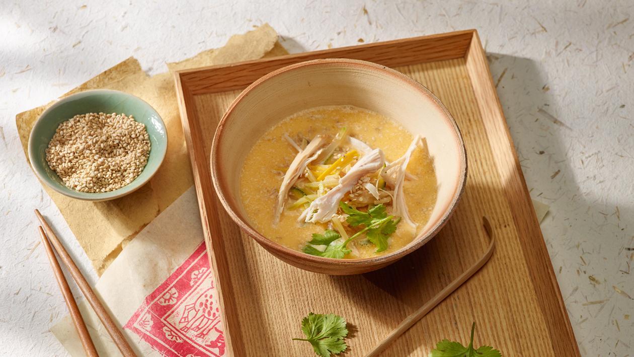 Aziatische kippensoep met kokosmelk en koriander