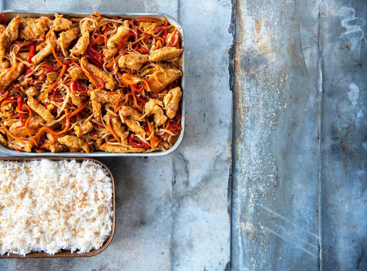 """Chef Traiteur - Chinese sticky chicken """"five spices"""" met wokgroenten en basmatirijst"""