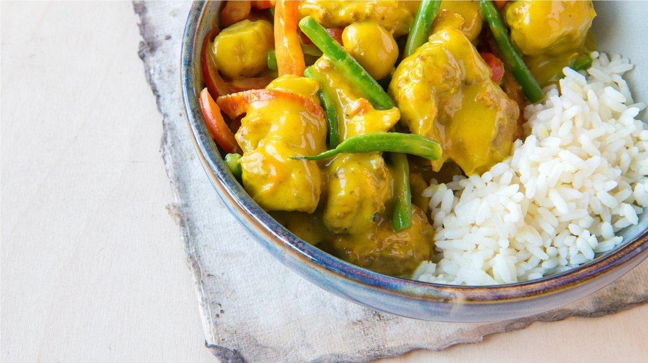 Chinese Kip met curry-kokos, groenten en rijst (huisgemaakt)