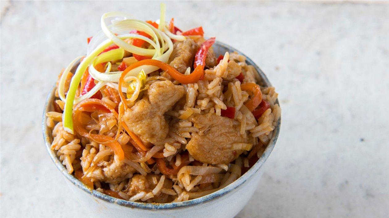 "Chinese Kleverige kip ""five spices"" met wokgroenten en basmatirijst"