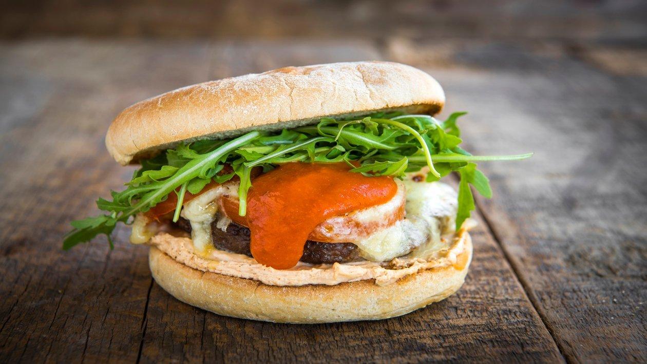 Gegrilde Italiaanse Hamburger van 100 procent rundsvlees