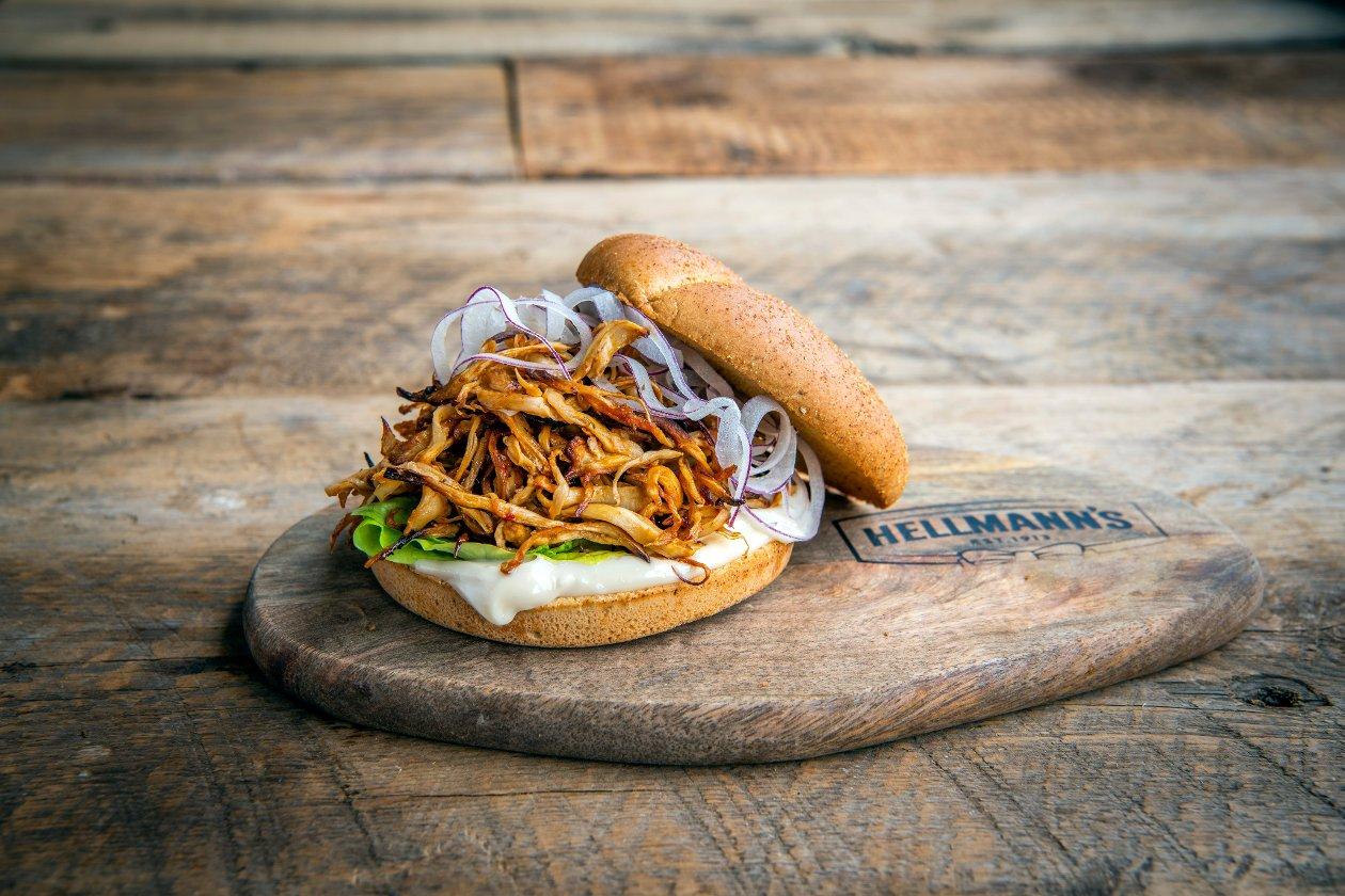 Pulled mushroom burger