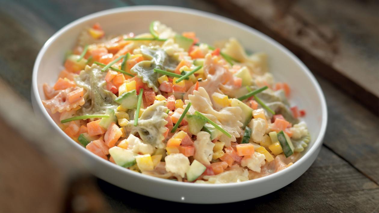 Salade van pasta, bloemkool en fijne kruiden