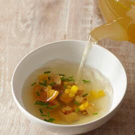 Fazanten bouillon met koolraap, eendenlever en sinaasappel