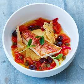 Gebakken mul met chorizocrème en een chutney van tomaten, olijven, kappertjes en saffraan