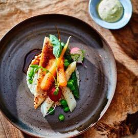 Maiskip met asperges, risotto van parelgort met dragon-hollandaise