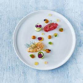 Noorse kreeft met tonijntartaar, courgettecannoli en gezouten amandelmousse