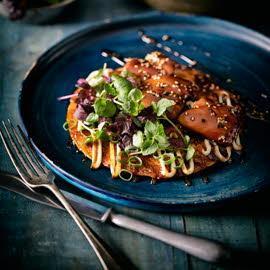 Okonomiyaki san met kip teriyaki