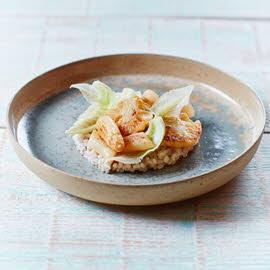 Parelgortrisotto met gebakken asperges, bloemkool en ham