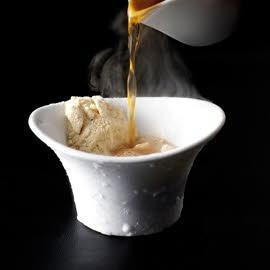 Poederijs van eendenlever met truffelbouillon