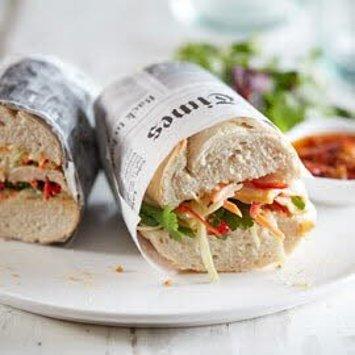 Gegrilde kip sandwich met Coleslaw en limoen