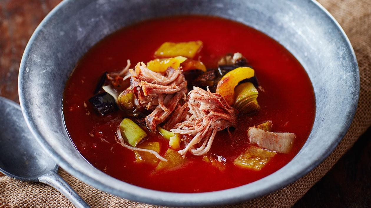BBQ tomatensoep met geroosterde groenten en pulled pork