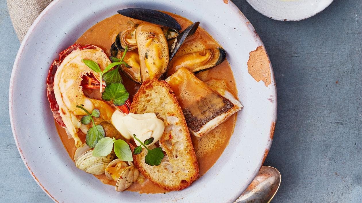 Bouillabaisse met rouille en geroosterd zuurdesem