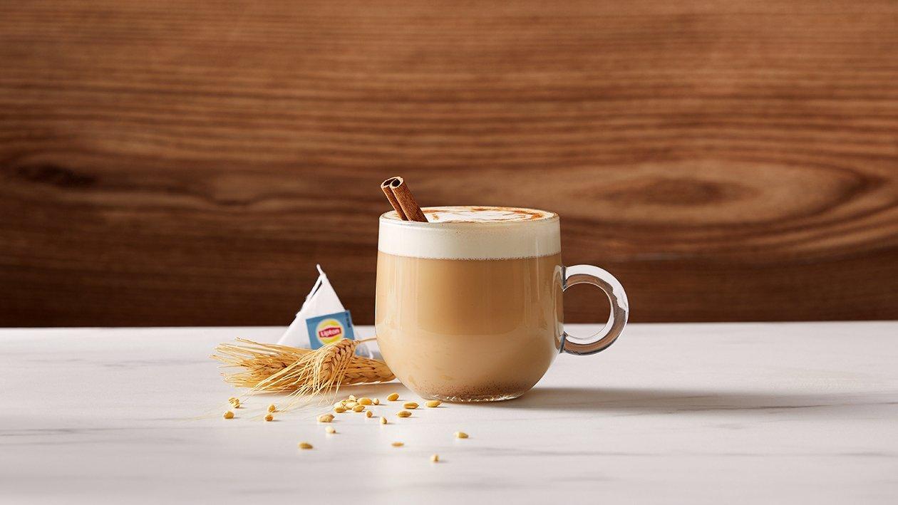 English breakfast latte met havermelk & horchaiasiroop