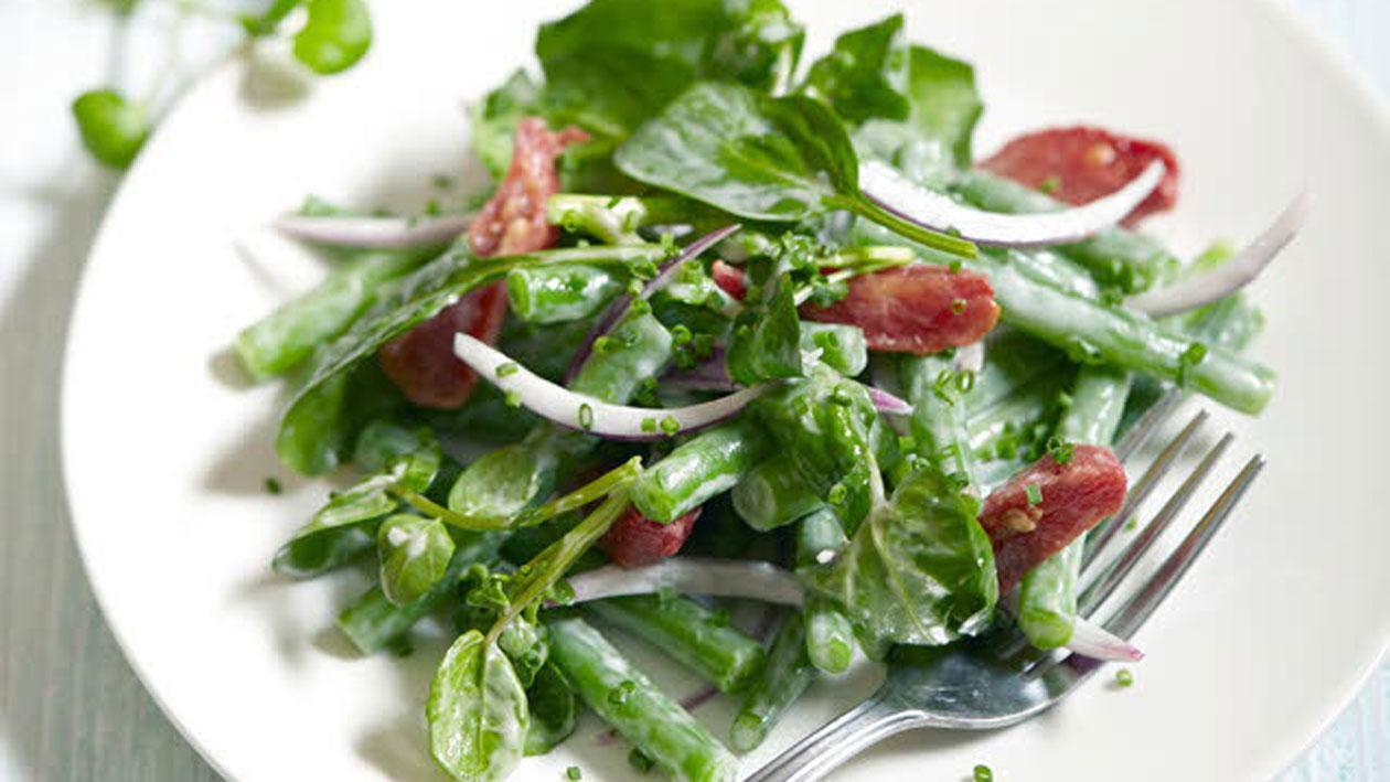 Groentesalade met romige mieriksworteldressing