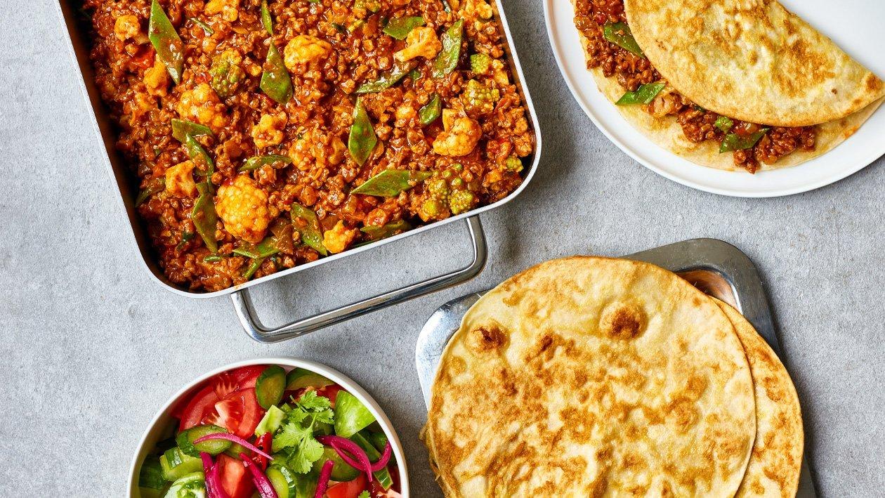 Indiase roti gevuld met vegetarische groenten curry (traiteurs)