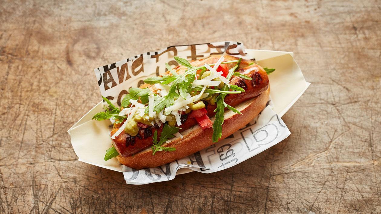 """""""Max"""" Hotdog met tomaat, pecorino en basilicum"""