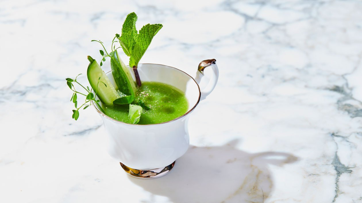 """Minty cucumber"" Bouillon met komkommer, granny smith, limoen, munt & gin"