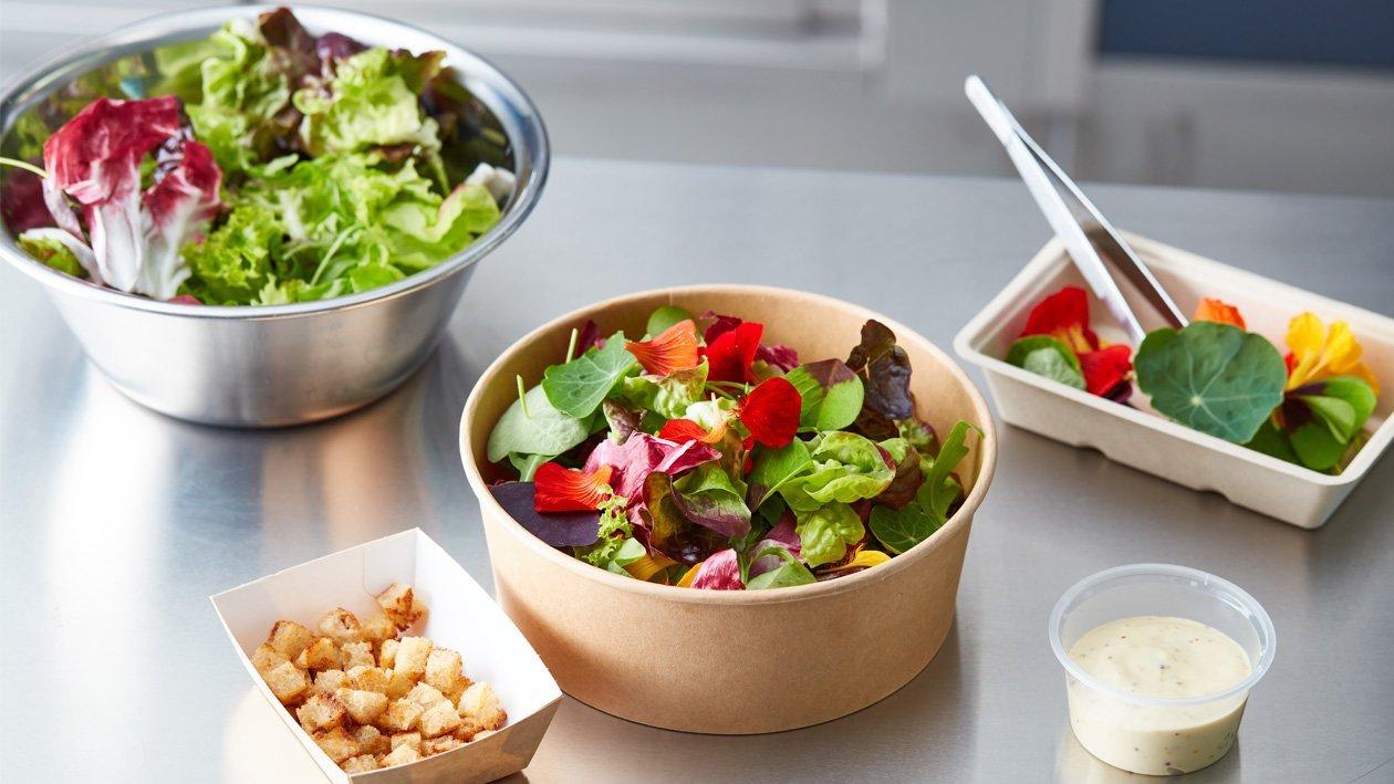 Salade uit de tuin met honing mosterd dressing en zuurdesem croutons (delivery)