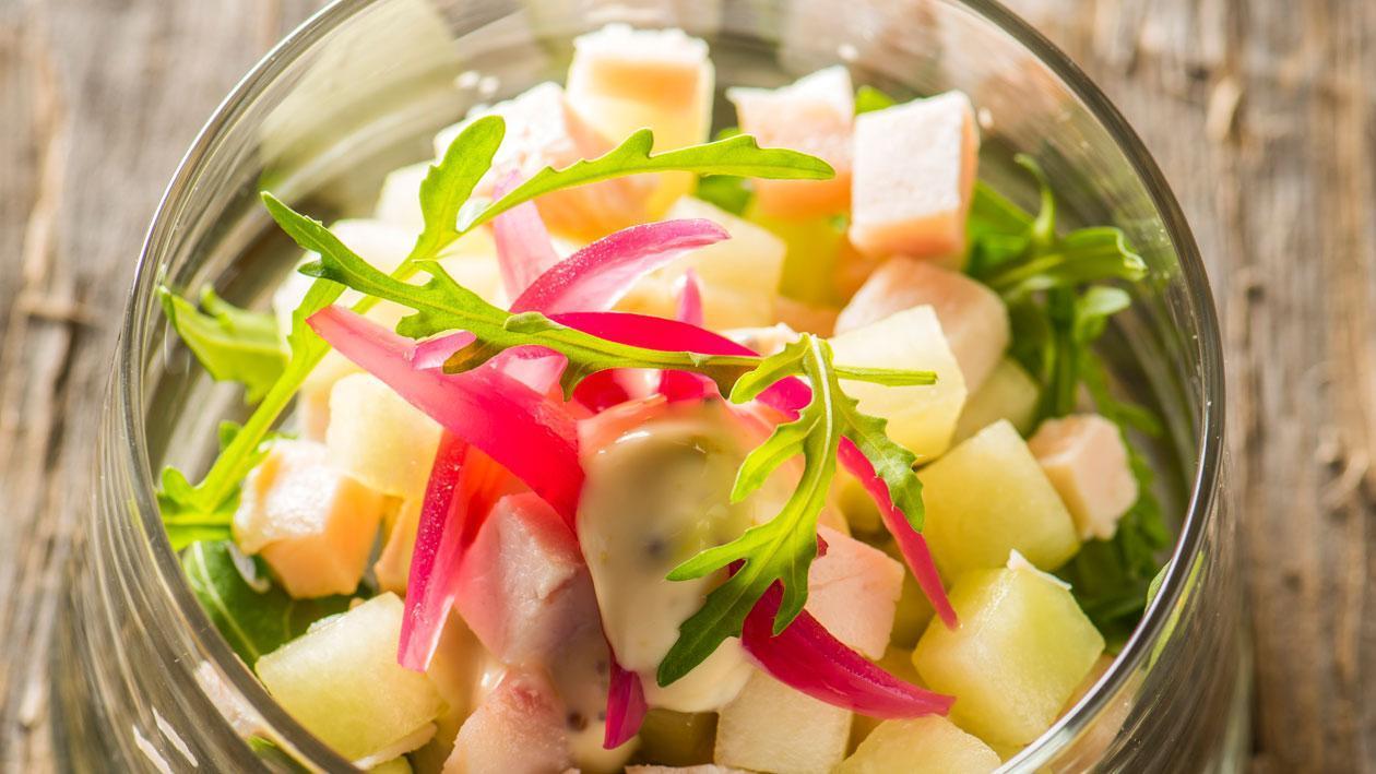 Salade van gerookte kipfilet met mosterd-honing dressing