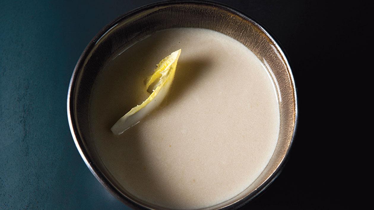 Soepje van witlof en mierikswortel