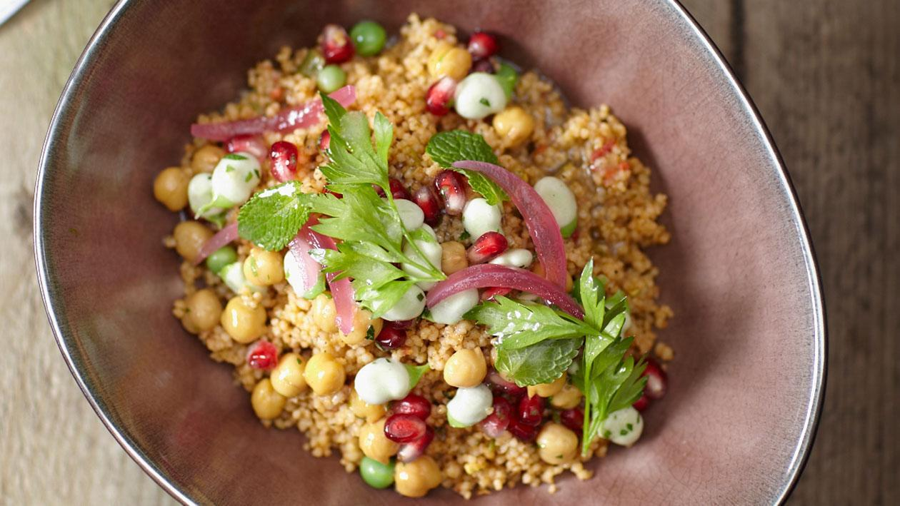 Taboulé met granaatappel, tuinboontjes en kikkererwten