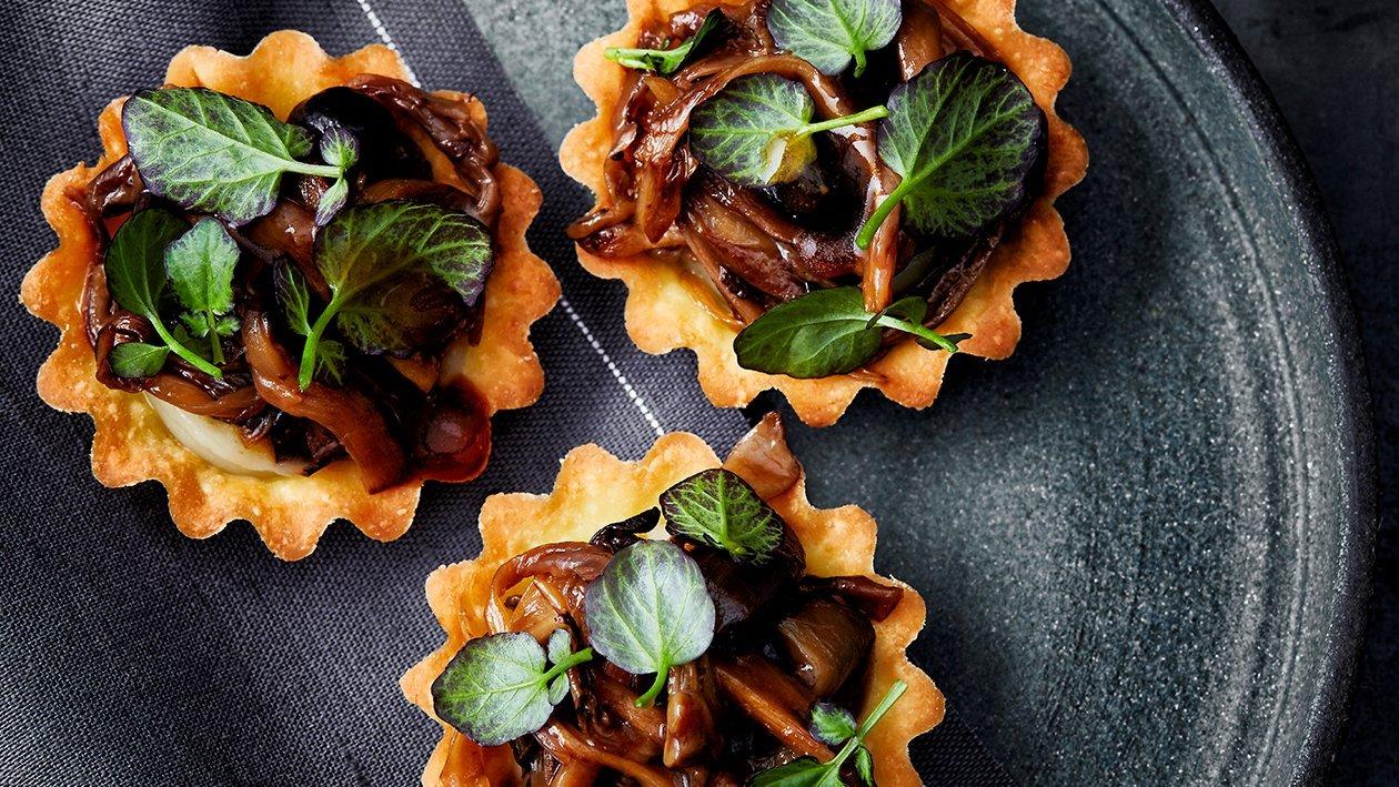 Tartelette met oesterzwammen, aardpeer en zwarte knoflook