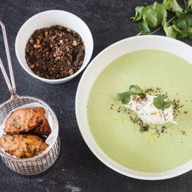 Brenneslesuppe med posjerte egg og OnionBahji