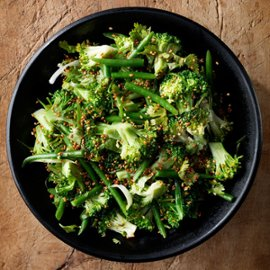 Brokkoli med sesamfrø, koriander og miso