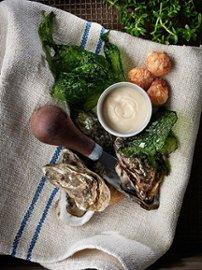 Fritert røkt laks med østersmajones og havsalat