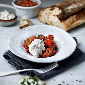 Linse- og bønnegryte med røkt chili og geiteyoghurt