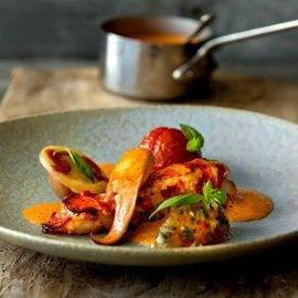 Stekt hummer med ravioli og tomat