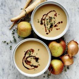 Suppe med ristet pastinakk og eple