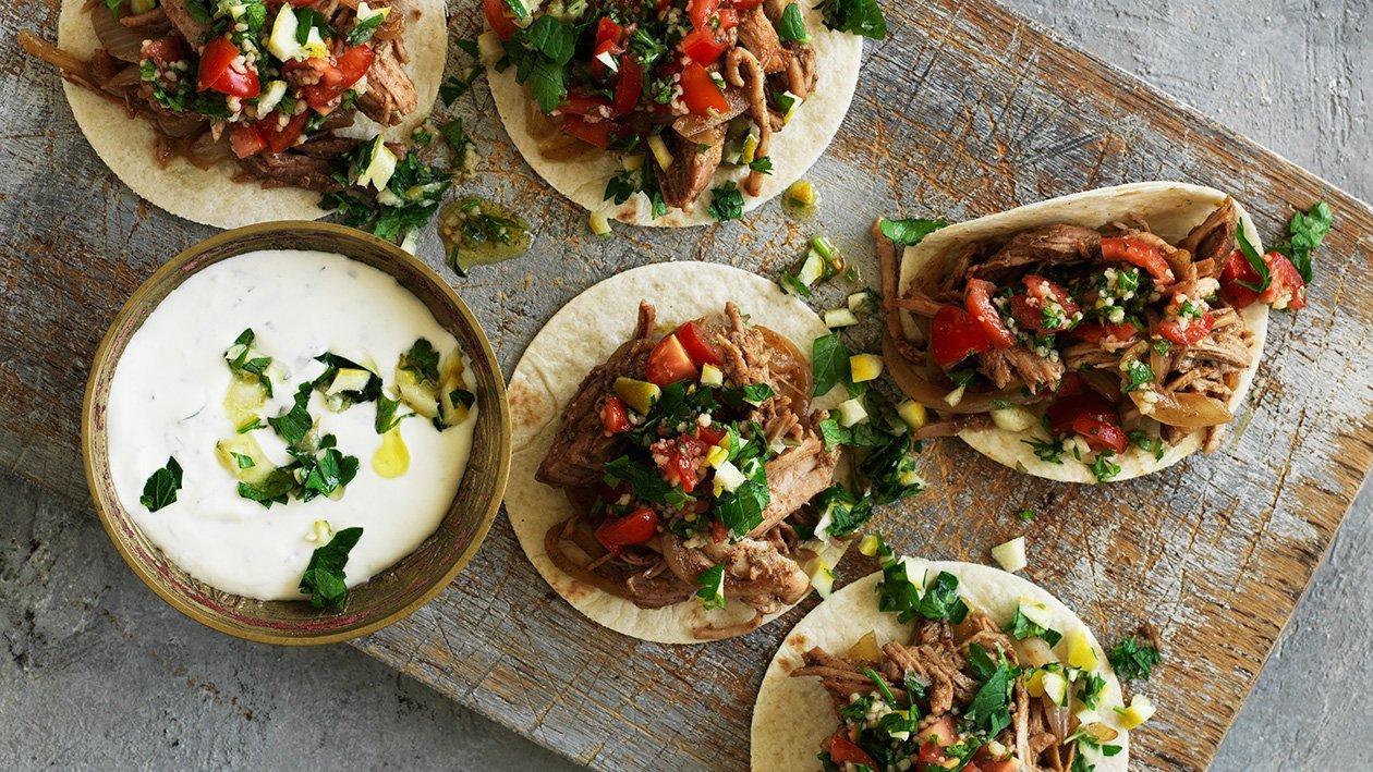 Baby-shawarma med mynte-sitrusdressing – Oppskrift