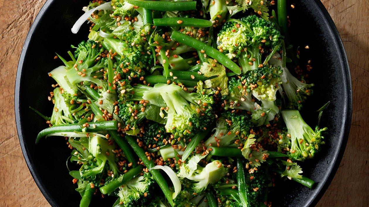 Brokkoli med sesamfrø, koriander og miso  – Oppskrift