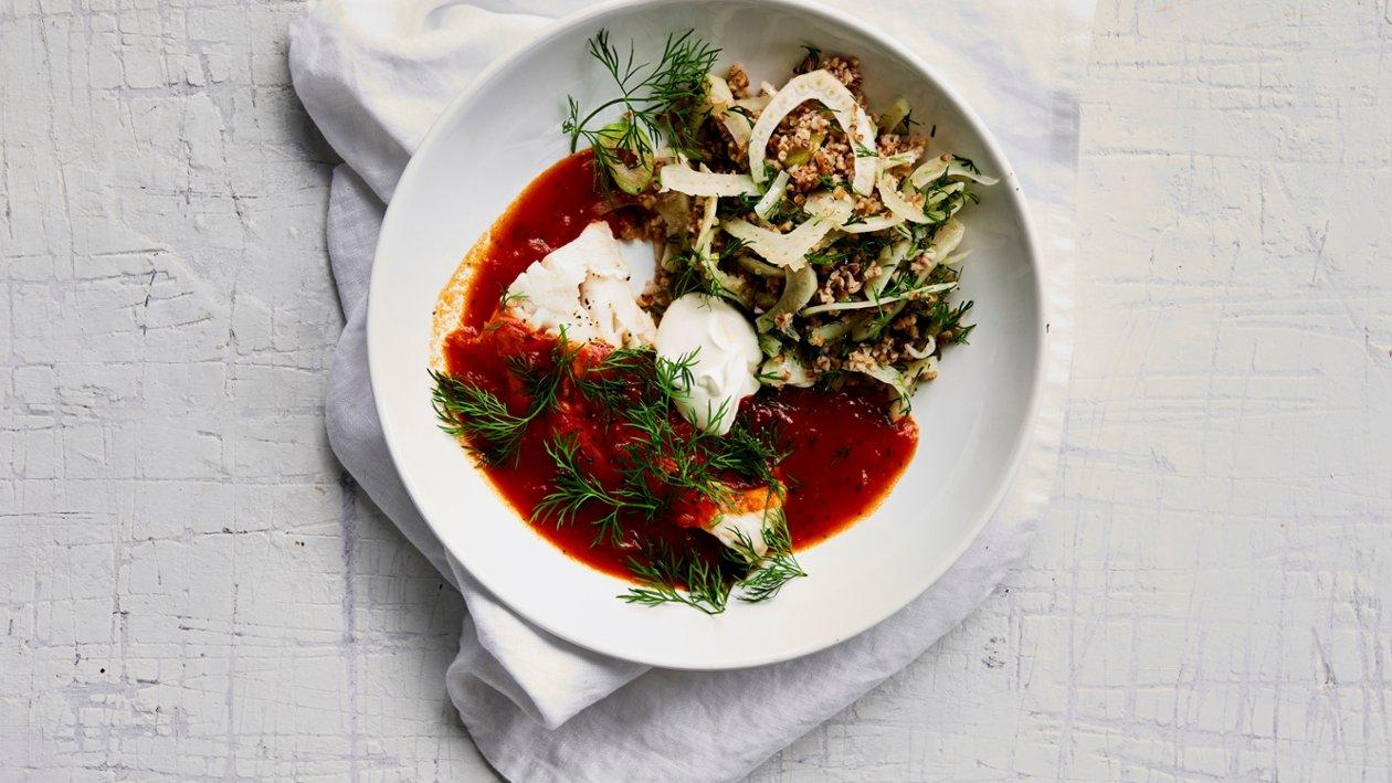 Fisk med middelhavsurter og tomat  – Oppskrift