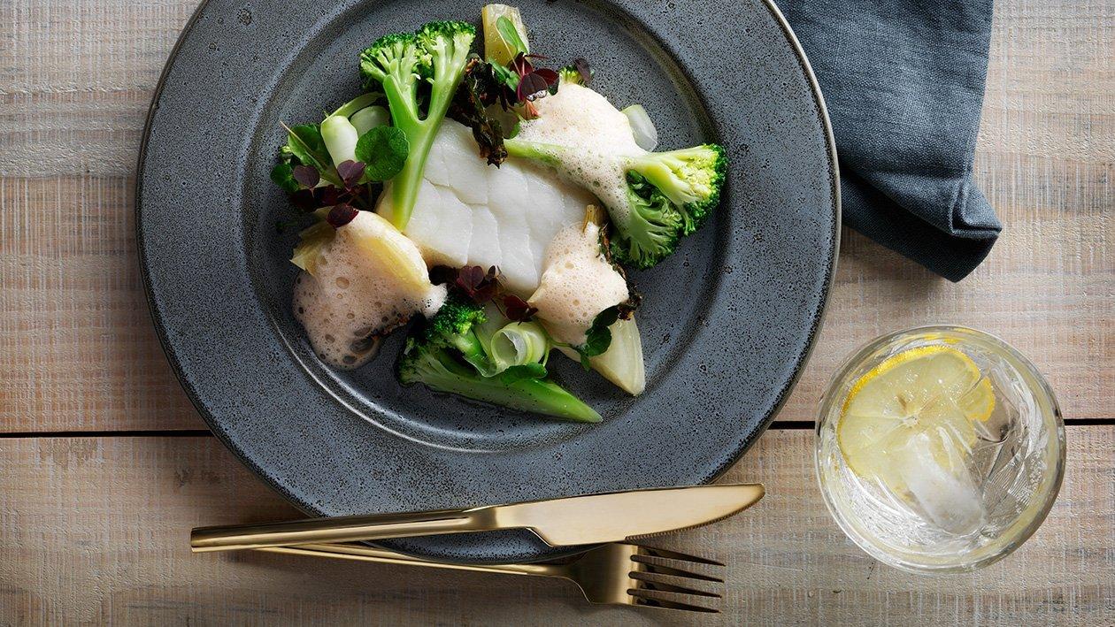 Skrei fra Lofoten med fennikel, brokkoli og hummersaus – Oppskrift